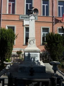 Monumento ai caduti in piazza IV Novembre.